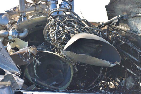 Detail motorů Raptor na Starship SN-10 po explozi po úspěšném přistání