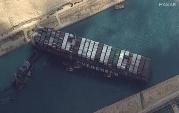 Snímek lodi pořízený družicí WorldView-2