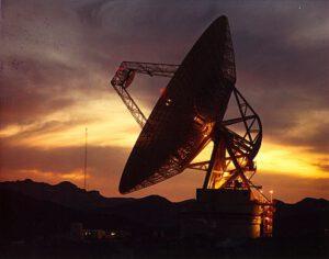 70m anténa DSN v Goldstone