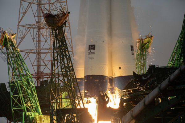 Modro-bílé speciální pojetí Sojuzu je připomínkou kulatého výročí letu prvního člověka do kosmického prostoru