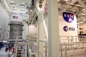 Horní stupeň ICPS čeká v budově MPPF na dokončení servisu Orionu