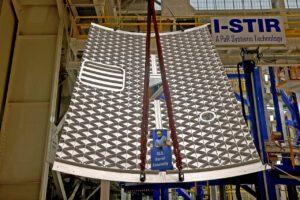 Jeden z ověřovacích dílů svařený ve VWC ze dvou panelů se třemi vyříznutými částmi svaru, únor 2021