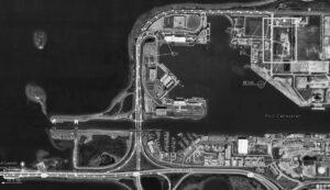 Pronajatá plocha pro stavbu segmentů věže ML-2 v Port Canaveral je označena obdélníkem v pravém horním rohu