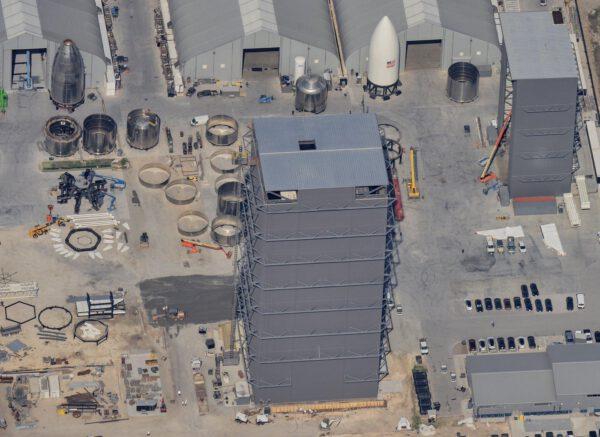 Aktuální stav výrobní části kosmodromu Boca Chica
