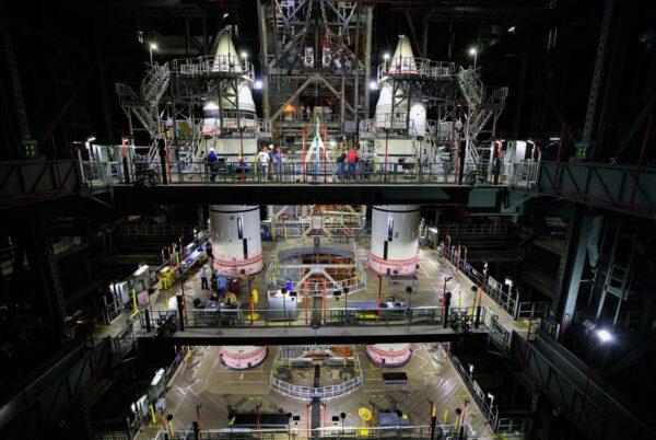Kompletní urychlovací bloky SRB pro raketu SLS a misi Artemis I