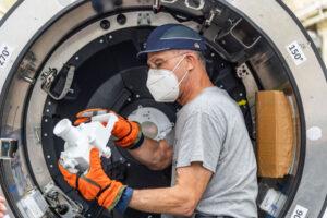 Don Pettit během zkoušky dokovacích činností Orionu