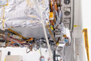 Ve druhé polovině března 2021 se v čisté místnosti JPL rozjela integrace sondy Psyche.