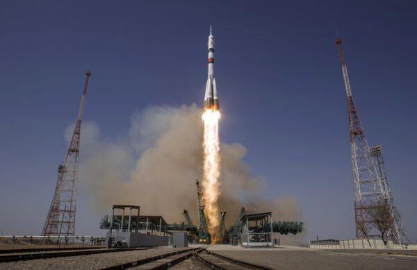 Start Sojuzu MS-18