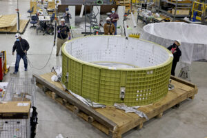 Válcová sekce Orionu pro Artemis 3 v MAF, prosinec 2020