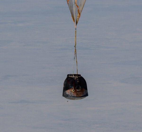 Sojuz MS-17 na padáku