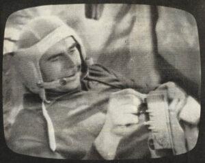 Georgij Beregovoj během letu Sojuzu 3. Opět fotografován z televizní obrazovky.