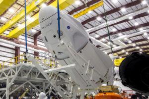 Příprava lodi Crew Dragon Endeavour na misi Crew-2.