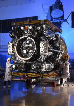 Stavba družice MEV-2.