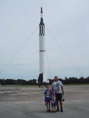 Autor článku na rampě LC-5, odkud mohl v roce 1961 startovat první člověk do vesmíru – nakonec odtud letěl až ten druhý...