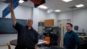 Nikolas Solomej (vlevo) z Wichita State University v Kansasu