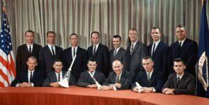 Třetí nábor amerických astronautů. Mike v horní řadě první zleva.