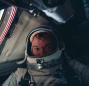 Mike během mise v kabině Gemini