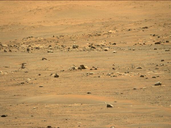 Ingenuity po pátém úspěšném letu v atmosféře Marsu
