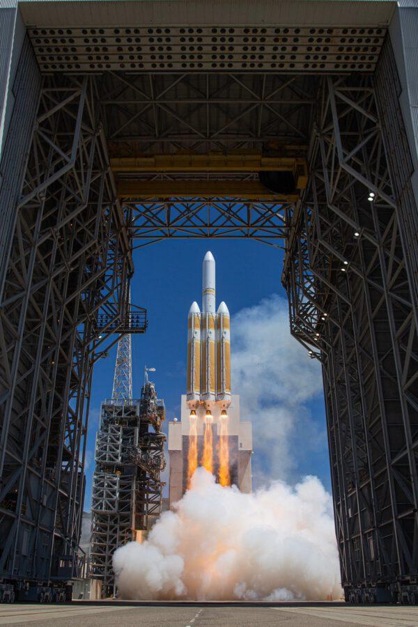 Start Delta IV Heavy Zdroj: https://www.flickr.com/photos/ulalaunch/