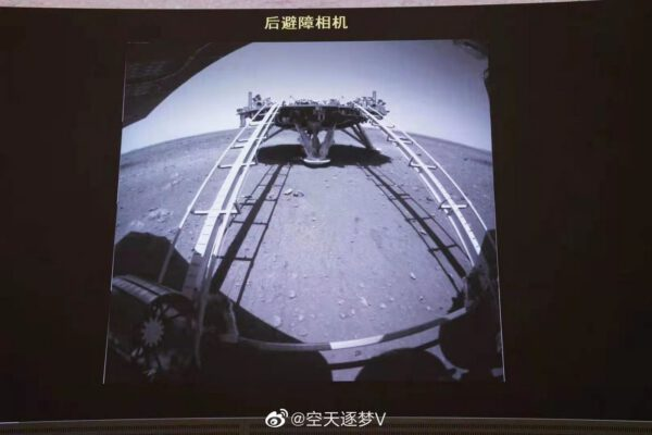 Čínské vozítko sjelo na Mars