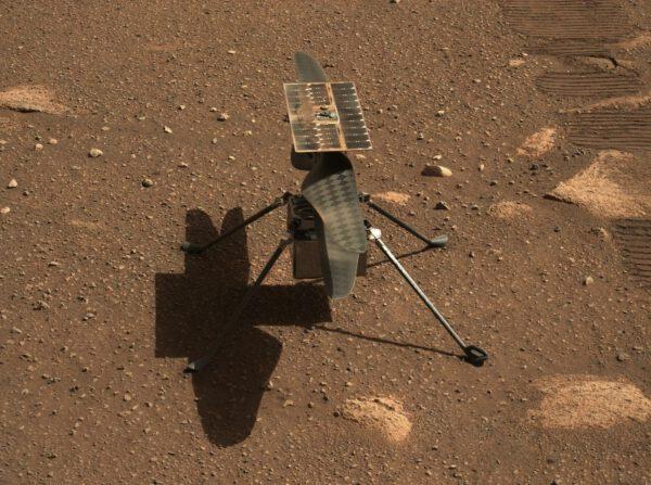 Sol 43: Ingenuity po vysazení na povrch Marsu