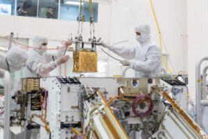 Instalace MOXIE do roveru Perseverance