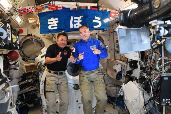 Jak vidíte, nenazýváme to tu Mezinárodní vesmírná stanice bezdůvodně. Kromě mnoha amerických, ruských, kanadských a samozřejmě evropských zařízení s modulem Columbus zde najdeme i japonskou laboratoř Kibo. O tu se dosud staral Soichi a Aki nyní přebírá žezlo. Zdroj: flickr.com