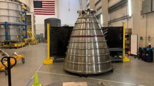 V závodě Strategic Fabrication Center společnosti Aerojet Rocketdyne jsou vyráběny motory RS-25 pro centrální stupně CS-5 a CS-6 raket SLS, určených k vynášení kosmických lodí Orion pro pilotované mise ke Gateway. Na fotografii letová tryska výr. č. 6007 pro CS-6.