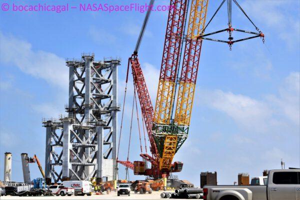 Sestavování obslužné věže orbitální rampy