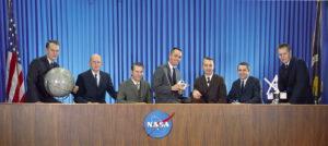 """Noví"" astronauti ve službách NASA: (zleva) Bobko, Fullerton, Hartsfield, Crippen, Peterson, Truly, Overmyer"