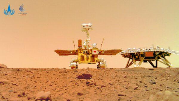 Čínský rover a přistávací platforma na Marsu