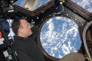 Cupola je nejoblíbenějším místem velké části astronautů, kteří kdy pobývali na palubě ISS. Jedinečný pohled na planetu Zemi je pohledem na domov, je místem, kde jsou všichni blízcí lidé. Je to pohled, který dokonale rozpouští úzkost z pohledu do černoty nekonečného vesmíru.