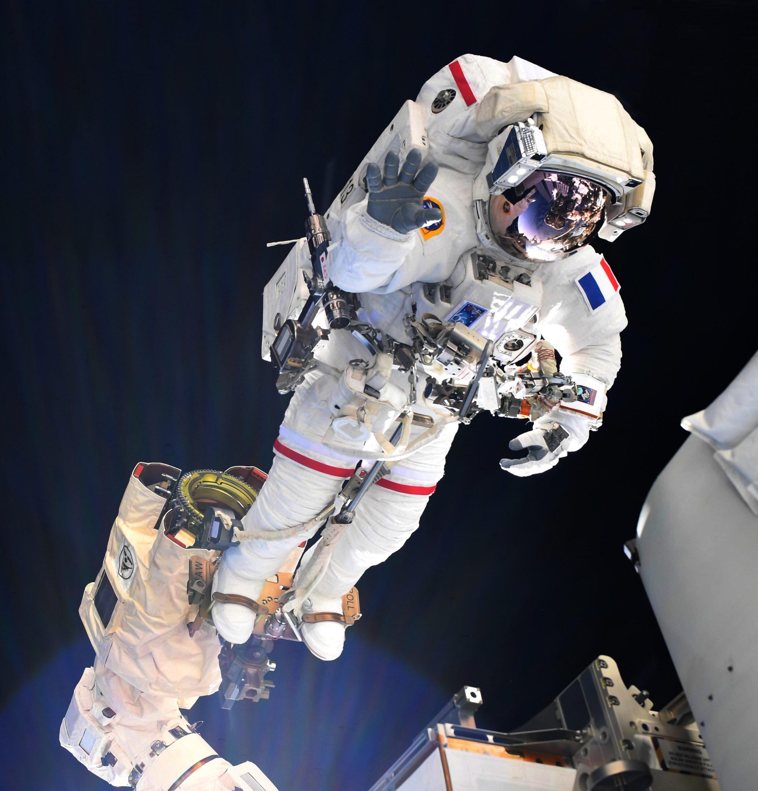 Thomas Pesquet při kosmické vycházce. Zdroj: flick.com