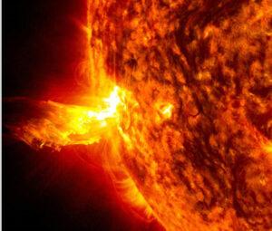 Intenzivním zdrojem kosmického záření jsou velké sluneční erupce