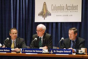 Douglas Osheroff jako člen vyšetřovací komise CAIB