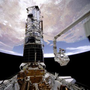 Mise k Hubblovu teleskopu rozhodně nebyly bez rizika...