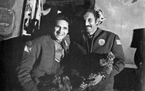 Dvojice ze Sojuzu-21 nedlouho po přistání