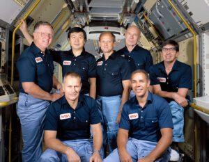 Posádka mise STS-51-B, Wang v zadní řadě druhý zleva