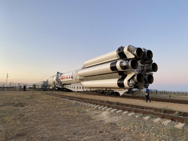Převoz rakety Proton s modulem Nauka