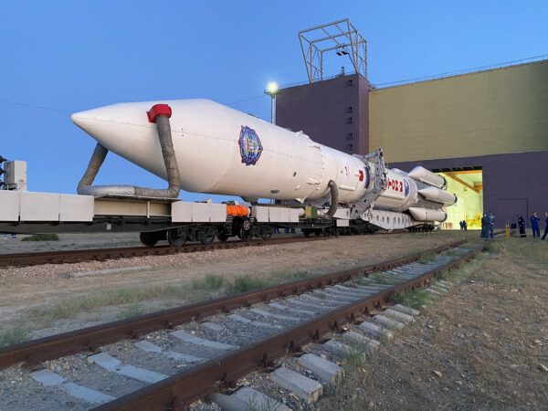 Vývoz rakety Proton s modulem Nauka