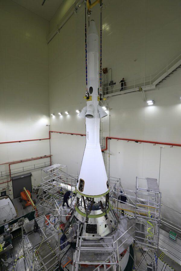 Spojování Orionu se záchrannou věžičkou