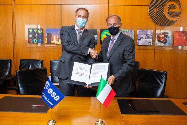 Podpis dohody o raketě Vega-E mezi ESA a firmou Avio.
