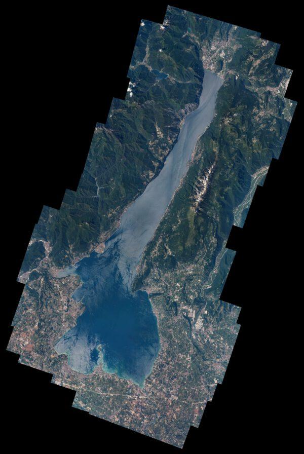 Lago di Garda, tedy Gardské jezero. Velká italská jezera jsou působivá nejen odsud z nebe, ale také ze země. Skvělé místo na trávení dovolné. Se svými 368 km² výrazně přesahuje plochu největších francouzských jezer! Zdroj: flickr.com