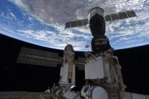 Kosmická loď Sojuz MS-18 (J. A. Gagarin) a modul Nauka krátce po připojení k ISS 29. 7. 2021. Foto: Thomas Pesquet, zdroj: flickr.com