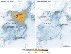 Na mapě je patrná koncentrace oxidu dusičitého v ovzduší nad Čínou. Vlevo je situace před celostátní karanténou, období od 1 do 20. ledna 2020 a vpravo je stav během karantény 10 až 25. února 2020. Data byla sbírána troposférickým monitorovacím přístrojem TROPOMI (TROPOspheric Monitoring Instrument) na evropské družici Sentinel-5.
