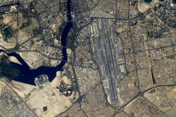 Známé letiště v Dubaji. Thomas říká, že z něj ještě nikdy neletěl. Zdroj: flickr.com