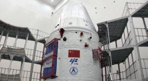 Nová kosmická loď XZF-SC s logy úřadu CMSEO a společnosti CASC