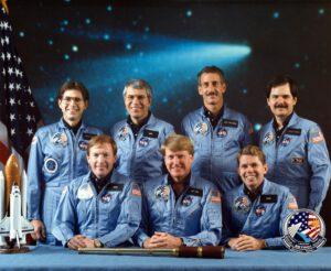 Posádka zrušeného letu STS-61-E, Hoffman třetí zprava