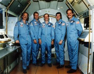 Část posádky zrušené mise STS-61-K, Nicollier uprostřed