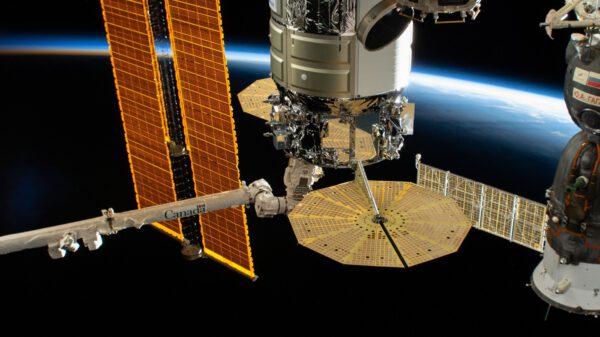 Loď Cygnus připojená k ISS